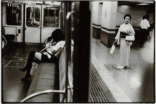The Nostalgic Black & White Photos of Japan: Street Photographer Junku Nishimura