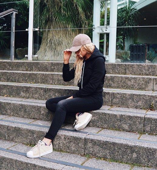 Get this look: http://lb.nu/look/8407285  More looks by Ferney Jenner: http://lb.nu/ferneyjenner  Items in this look:  Sammydress Black Hoodie, Marks & Spencer Black Jeans, Adidas Beige Superstars, H&M Suede Cap   #black #beige #sporty #cap #suedecap #hoodie #skinnyjeans #blondehair #simplistic