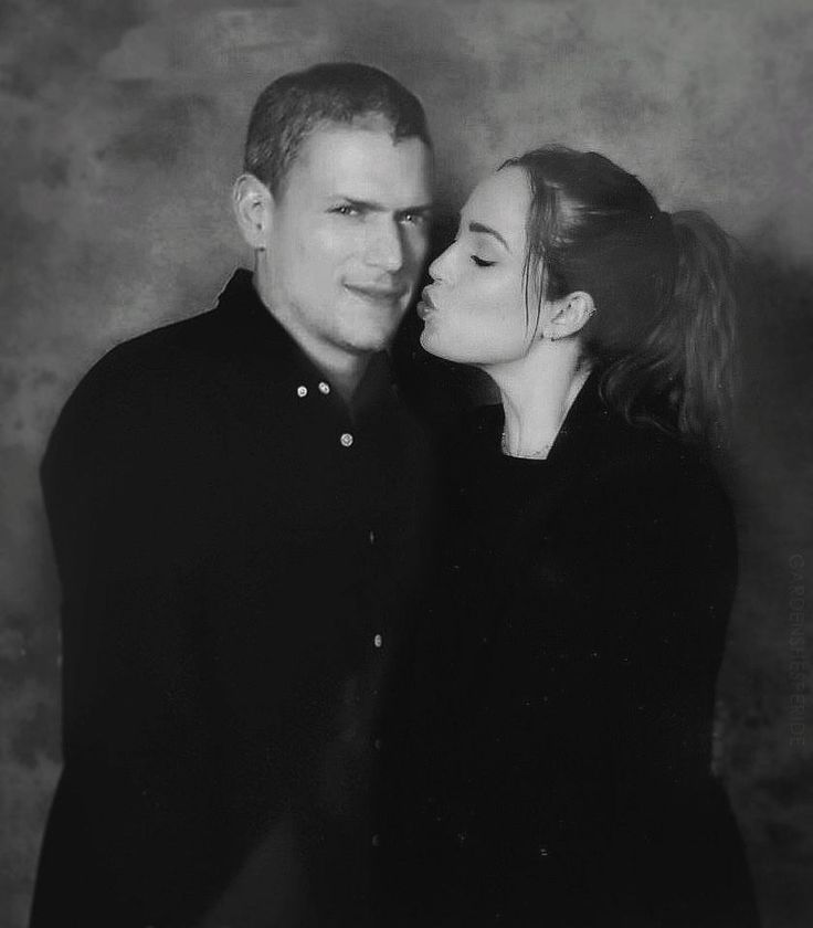 I love Leonard Snart a lot and also HOW CUTE IS THIS PICTURE