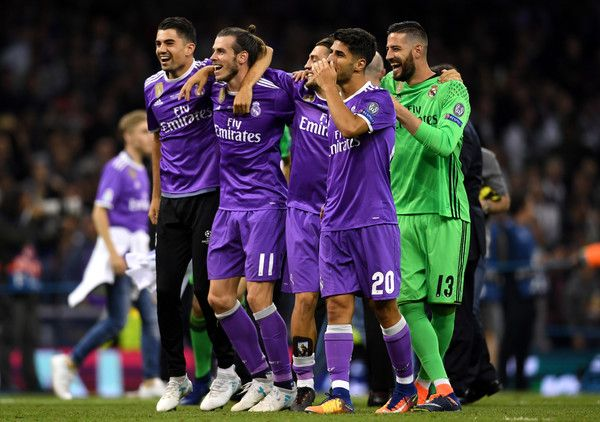 Gareth Bale of Real Madrid and his Real Madrid team mates celebrate victory after the UEFA Champions League Final between Juventus and Real Madrid at National Stadium of Wales on June 3, 2017 in Cardiff, Wales.