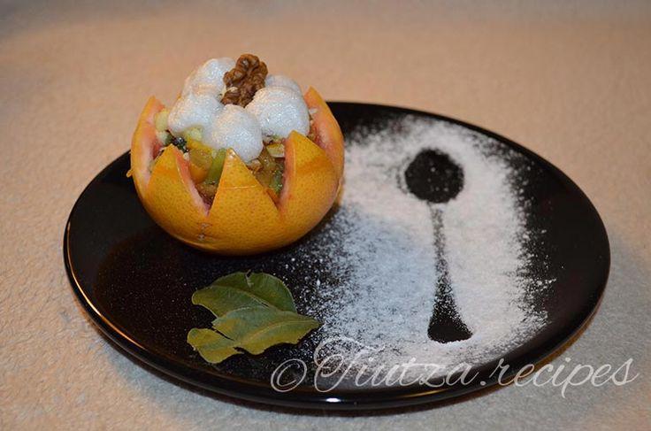 Cosulete cu fructe si bezea https://tiutza.recipes/deserturi/cosulete-cu-fructe-si-bezea/