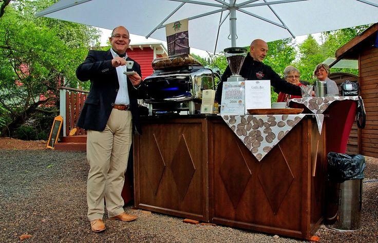 Im Saarland gibt es auch tollen Kaffee. ...  In einer modern organisierte Kaffeerösterei mit ausgewogenem Kaffee-Sortiment, das edle Rohkaffee-Raritäten beinhaltet, die den traditionellen handwerklichen Produktions-Methoden verpflichtet bleibt. Und die demnächst 30 jähriges Jubiläum feiert. Der schmeckt nicht nur dem Weiskircher Kurdirektor. http://www.pmkaffee.de/