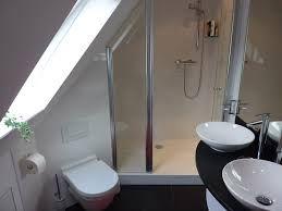 badkamers onder schuin dak