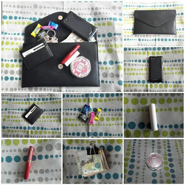 """3 Me gusta, 1 comentarios - SerColombiana (@sercolombiana) en Instagram: """"¿Qué hay en mi clutch? #clutch, #tarjetero #forever21 color #negro, #espejo #ELA, #celular,…"""""""