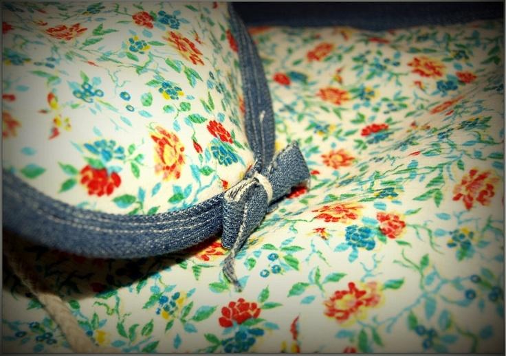 kwiatkowo-jeansowy