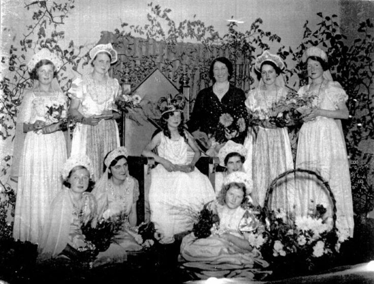 Witheridge Carnival; 1937; 43-5895 - Witheridge Village on eHive 800x