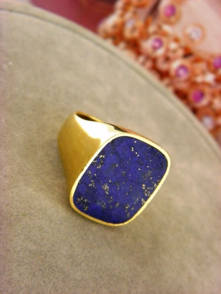 Gucci 18k Yellow Gold Lazuli Lapis Signet Ring For Men