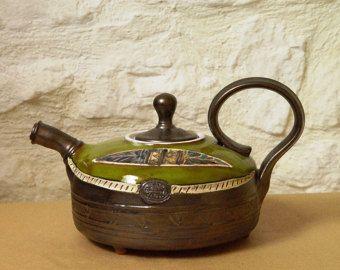 Tetera, tetera de cerámica hecha a mano. Rueda tirado verde tetera, tetera de arcilla, pote del té, arte cerámica, teteras de cerámica, cerámica de Danko