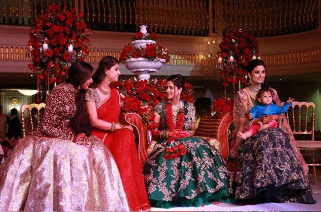 Antalyada bir otel, 3 gün 3 gece sürecek Hint düğünü için kapatıldı. Dünyanın sayılı zenginlerinden sayılan Hintli Gupta ailesinin oğlu Kamal Gupta, ünlü bir Hintli işadamının yeğeni Palak ile evlendi