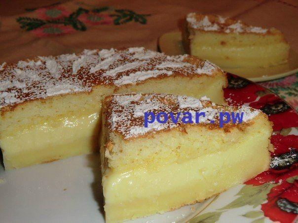 """""""Умное пирожное"""" (Тому, кто еще не встречал такого чудо-пирожного, объясню почему оно так назвается. Все ингредиенты смешиваются, получается очень жидкое тесто, но в духовке оно """"умным"""" образом расслаивается на слои: и у вас получается торт с кремом посередине. Расслоение происходит за счет разной жирности составляющих.) Необходимо (на форму 20х20см)  4 яйца 125 г масла 500 мл теплого молока 115 г муки 150 г сахара 0,5-1 чл ванилина без горки 1 ст л воды Приготовление: 1. Белки отделить от…"""