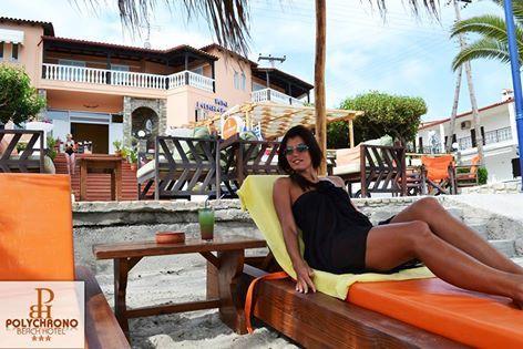 Μετά την ηλιοθεραπεία είναι η ώρα για κάτι δροσιστικό στην σκιά… Απολαύστε το ποτό της αρεσκείας σας και αφεθείτε στην μαγεία της θαλάσσιας θέας του Polychrono Beach Hotel.. ************ After sunbathing it's time for something refreshing in the shade ... Enjoy your favorite drink and the magic of the sea view of Polychrono Beach Hotel..  #polychrono #beach #hotel #chalkidiki #summer_in_Greece