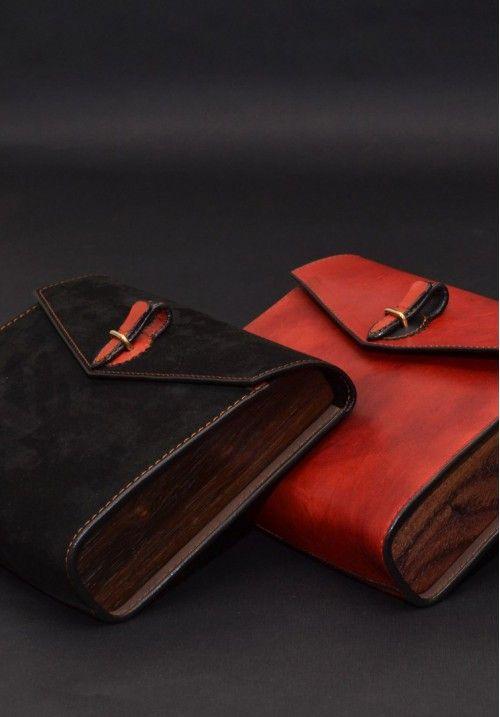 Кожаная сумка «Nautilus Лаурель» - это уникальное произведение работы мастера, который тщательно подбирает деревянные пластины из ореха и ясеня, прошивает кожу вручную, что обеспечивает красоту и долговечность изделию. Небольшой размер стильнойсумки и отстегивающаяся ручка позволяют использовать ее и как клатч для вечерних выходов, и как повседневную сумочку.  Размер сумки - 260Х185Х60 мм. Заказать дизайнерскую вещь, а также получить более подробную информацию вы можете на нашем сайте…