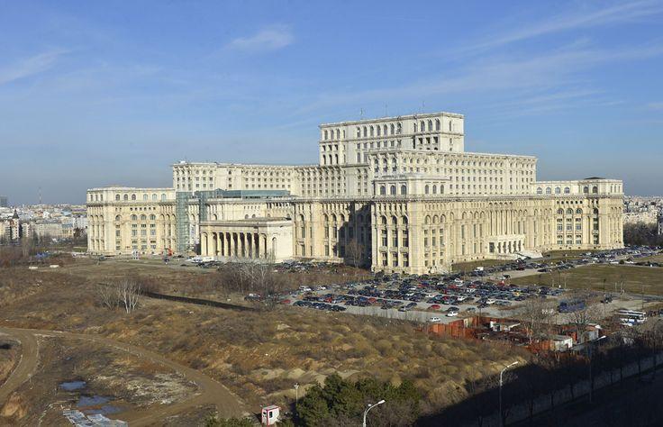 Imagine cu Palatul Parlamentului, în Bucureşti, marţi, 5 februarie 2013. (  Silviu Matei / Mediafax Foto  ) - See more at: http://zoom.mediafax.ro/travel/palatul-parlamentului-12828303#sthash.Usjh8v5j.dpuf
