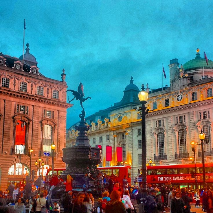 Amazing Places To Live In London: 25+ Best Ideas About Piccadilly Circus On Pinterest