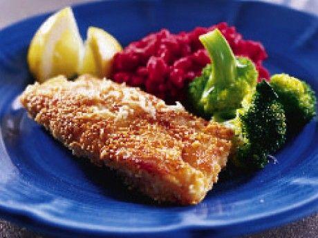Recept på rödbetsrisotto med sesampanerad torsk och broccoli. Riven rödbeta ger risotton den röda färgen. Den ska vara kraftigt röd. Det italienska arborioriset har stora risgryn som kan ta upp mycket vätska och gör rätten krämig.
