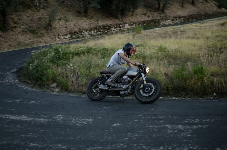 Guzzi V35  by Entrophymotorbike #caferace #custom #entrophymotorbike #motos