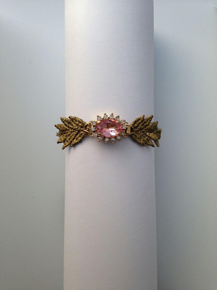 Pulsera de encaje en tonos dorado rematada con una pequeña piedra rosada. Más propuestas en www.cristinacardenas.es // Shop at www.cristinacardenas.es