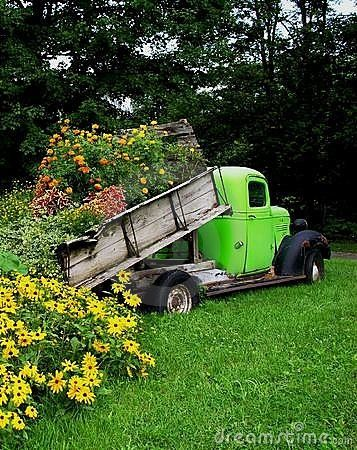 Dump truck planter- because we all have random dump trucks in our possession!
