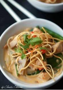 Soupe thaï au poulet et nouilles, curry rouge
