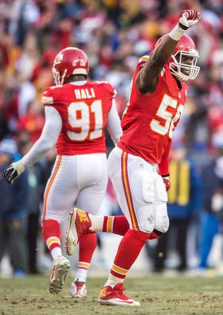 Kansas City Chiefs outside linebacker Justin Houston (50) celebrated his franchise record breaking sack in the third quarter against the San Diego Chargers in NFL action on December 28, 2014 at Arrowhead Stadium in Kansas City, Mo. Houston finished the season with 22 sacks. The Chiefs won, 19-7.