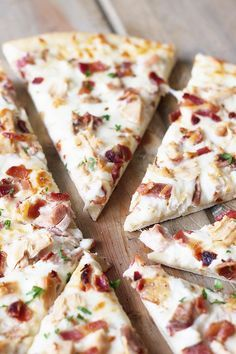 Chicken Bacon Ranch Pizza -a super easy pizza that will delight anyone who loves bacon and ranch! | http://countrysidecravings.com