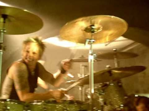 Music video by Velvet Revolver performing Slither. probably my favorite leads.. ever