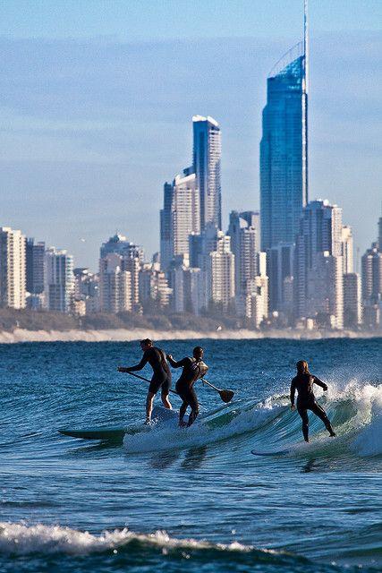 Surfing in the city - Surfers Paradise. Burleigh Heads, City of Gold Coast, QLD, Austrália