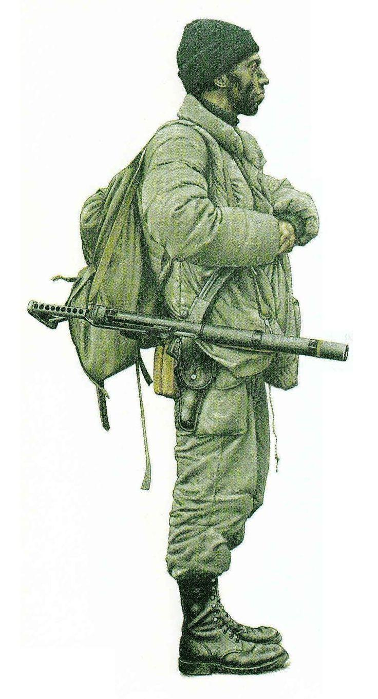 Malvinas. Infante de Marina argentino, Comando de Buzos Tacticos, unidad de Fuerzas Especiales, la guerrera acolchada y el pantalon son de uso civil y el arma un L34A1 britanico                                                                                                                                                                                 Más