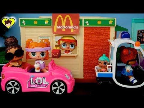 Muñecas L.O.L Surprise en el Drive Thru de Mc Donalds - Cajita Feliz de Juguetes LOL Pets - YouTube