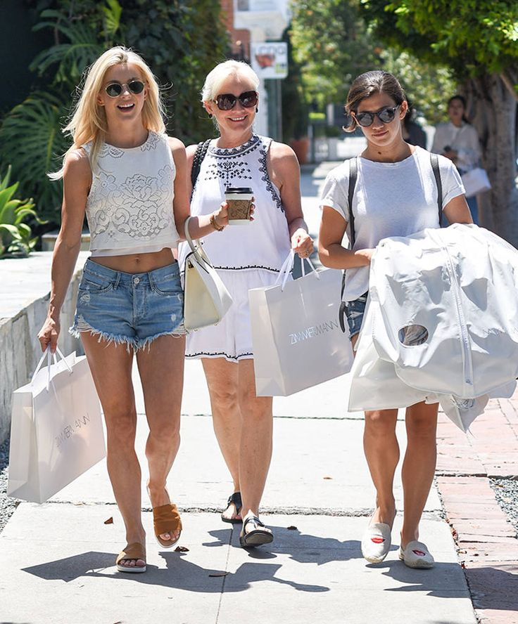 Julianne Hough, her mom & friend all sport smiles and chic shades while out shopping.
