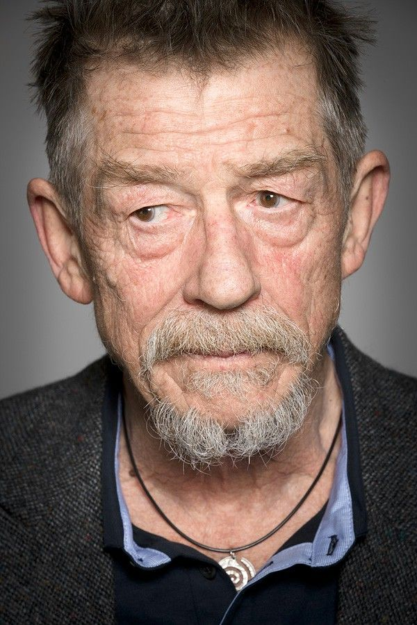 John Hurt (Ollivander) OMG! And he was a doctor! I love it when hp and doctor who is cross over actors! <3
