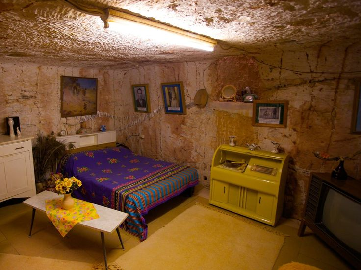 Neat photos of the Australian mining town where thousands of people live underground