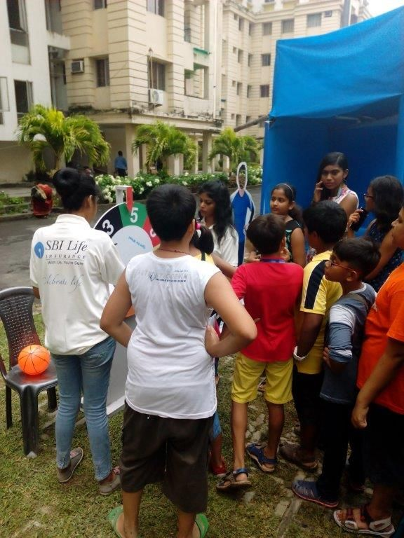Kids were busy to play exciting games during SBI Life Durga Puja Resi Activity