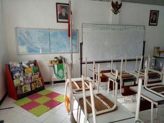 Perpustakaan Bunga Bangsa ƸӜƷ: Sudut Baca di Ruang Kelas SD Islam Bunga Bangsa