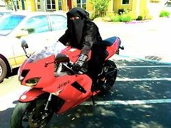 Niqabi on a Sports bike ! She's awesome!
