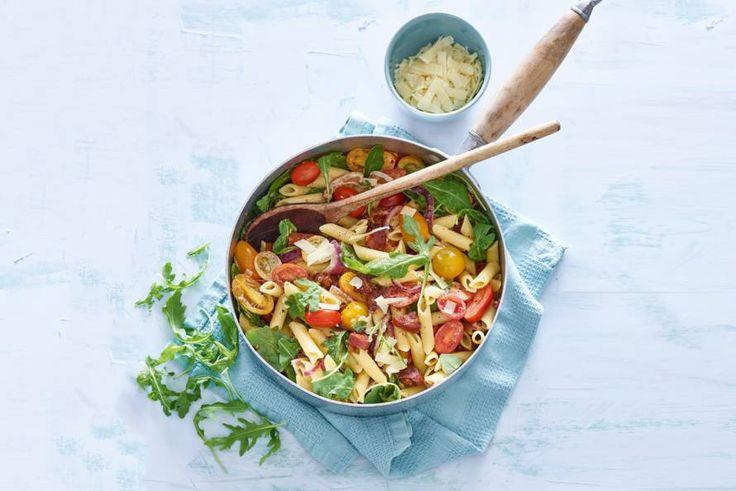 Kijk wat een lekker recept ik heb gevonden op Allerhande! Penne met chorizo, gekleurde tomaten en rucola