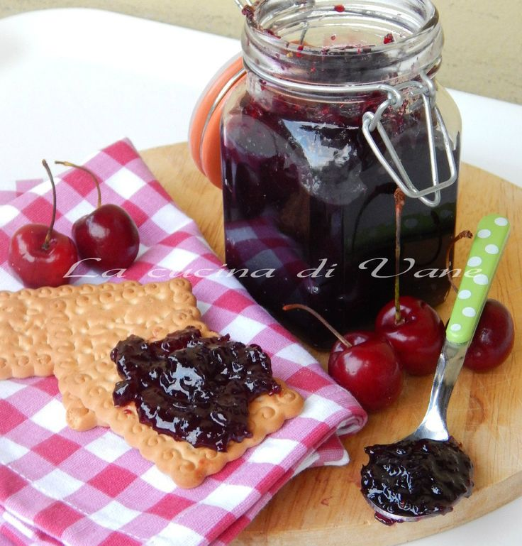 marmellata di ciliegie con bimby e senza,ricetta confettura di ciliegie, ricetta con ciliegie,la confettura di di ciliegie ottima per rendere golosi dolci