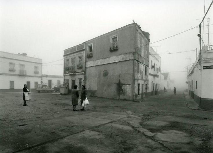 http://www.elconfidencial.com/cultura/2014-09-28/la-isla-minima-rescata-a-atin-aya-el-ultimo-fotografo-que-miro-a-la-clase-obrera_216090/