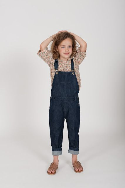 Overalls win a beautiful floral blouse and leather sandals for a chic effect.