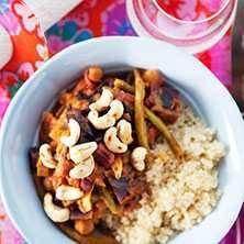 Vegetarisk hälsogryta med nötter. Supernyttig gryta med många hälsosamma ingredienser. Välj gärna ekologiskt osötat jordnötssmör.