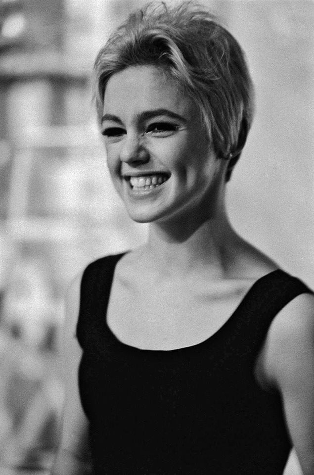Edie Sedgwick, seriously in love with this hair