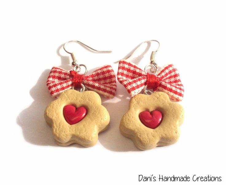 Orecchini biscotti con cuore ripieno di marmellata - in fimo - e fiocchi rossi scozzesi , by Dani's Handmade Creations, 5,00 € su misshobby.com