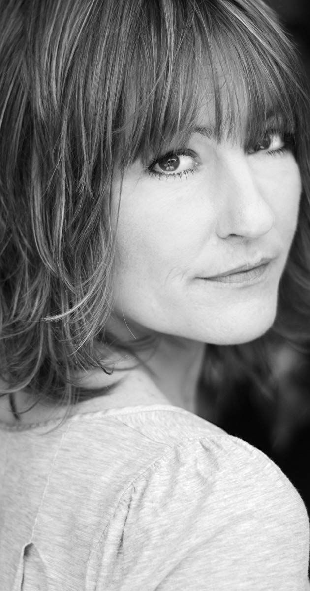 Holly Aird Actress Waking The Dead Holly Aird Was Born In Aldershot Hampshire On The 18th May 1969 She Showed A Hug Actresses British Actors Dance School