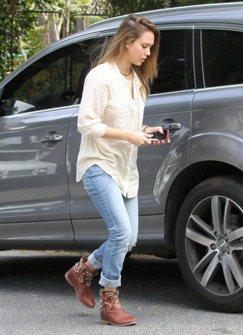 Jessica Alba running errands in Venice Beach on April 27, 2013