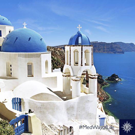 #Santorini: De speciale kleur van wit-blauwe huizen tijdens zonsondergang. Als een mooie #zomerdroom.