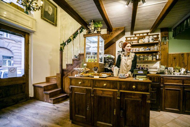 Az egykori Hajós utcai Cydonia Vintage nem tűnt el, hanem új formában jelentkezik, az Akácfa utcában. Hiánypótló teázót és vintage butikot kapott a város.