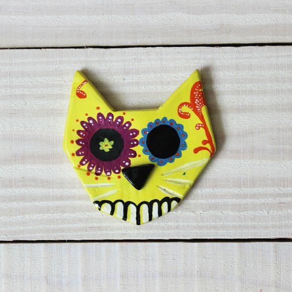 Gato em cerâmica com pintura em tinta acrílica. Dimensão: 8,5cm   Facebook: NTS art Instagram: nts_art  Email: nts.stencil@gmail.com  Loja online: http://www.elo7.com.br/nts  #arte #art #canvas #decoração #decor #design #pintura #casa #parede #NTSart #painting #decoration #gato #cat #cerâmica