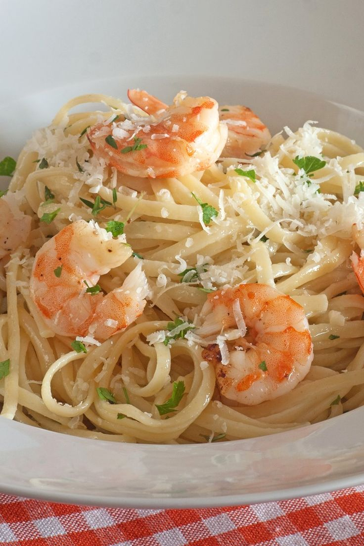 Italian Garlic Shrimp Linguine Recipe with White Wine, Garlic, Parsley, Basil, Oregano, Red Pepper Flakes, and Parmesan Cheese - 10 Minute Prep Time: