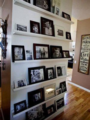 Use aquela parede sem graça para colocar suas fotos prediletas. :)