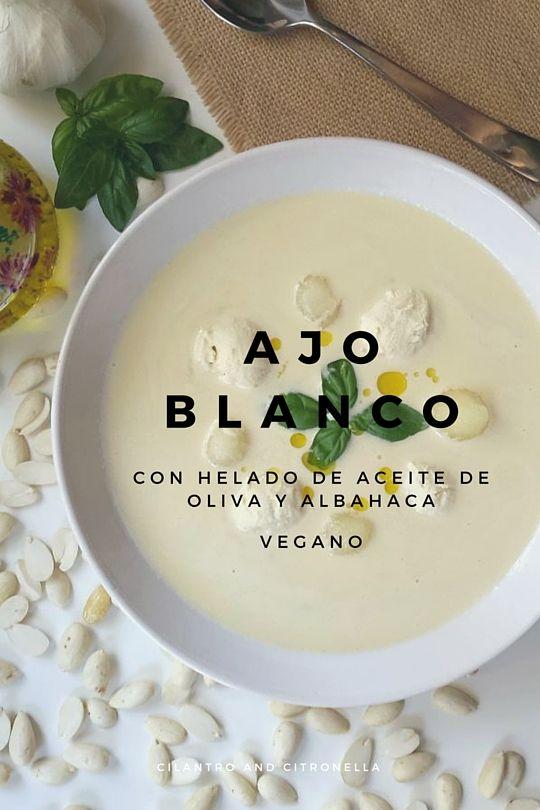 Ajo blanco con un helado vegano de aceite de oliva y albahaca. Es un plato muy fácil y muy delicioso! Apto para veganos.